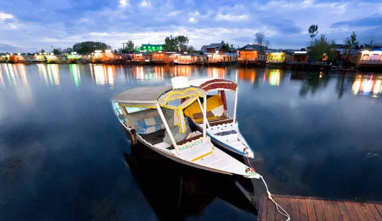 kashmir houseboat at dal lake