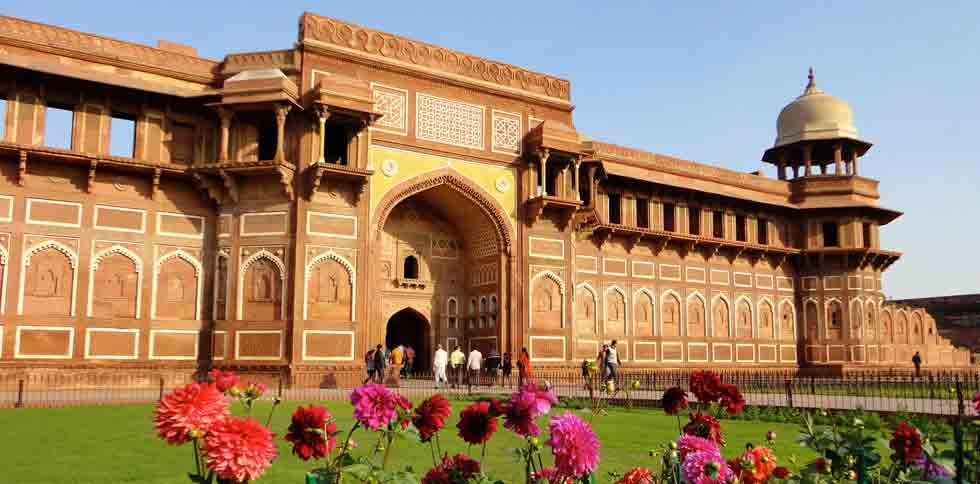 Agra Fort travel Guide