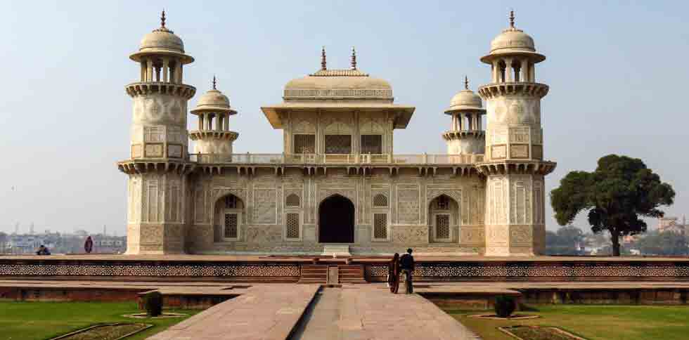 Itimad Ud Daulah Agra Tour packages